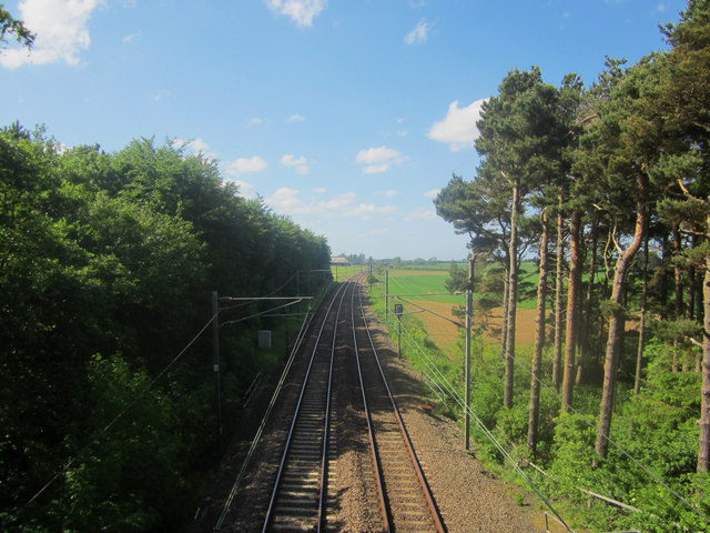 Looking north along the East Coast Mainline near Smeafield