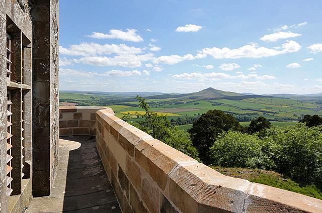 The parapet walkway at Fatlips Castle