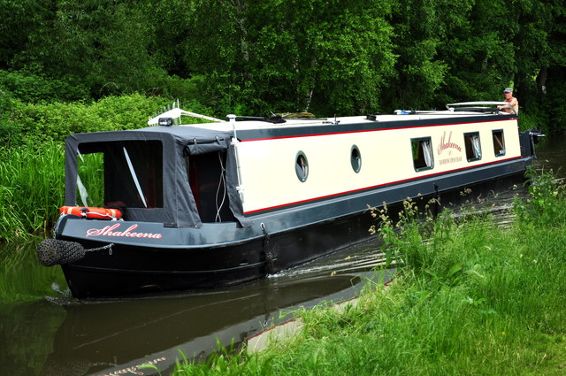 Narrowboat on the Coventry canal at Hopwas