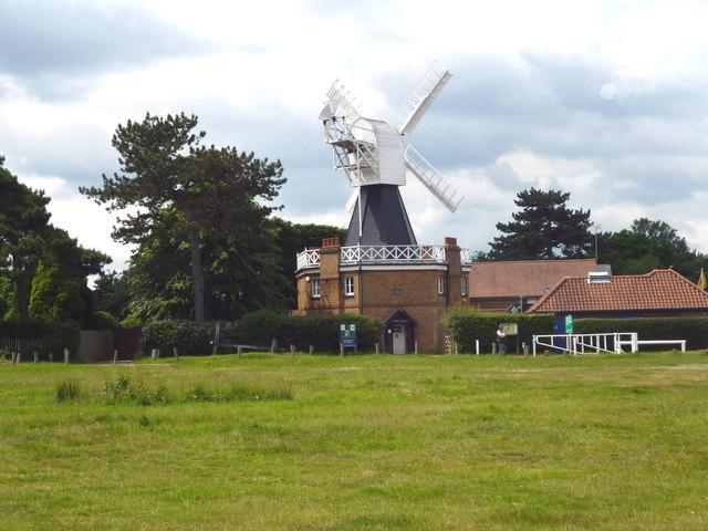Wimbledon Common: windmill