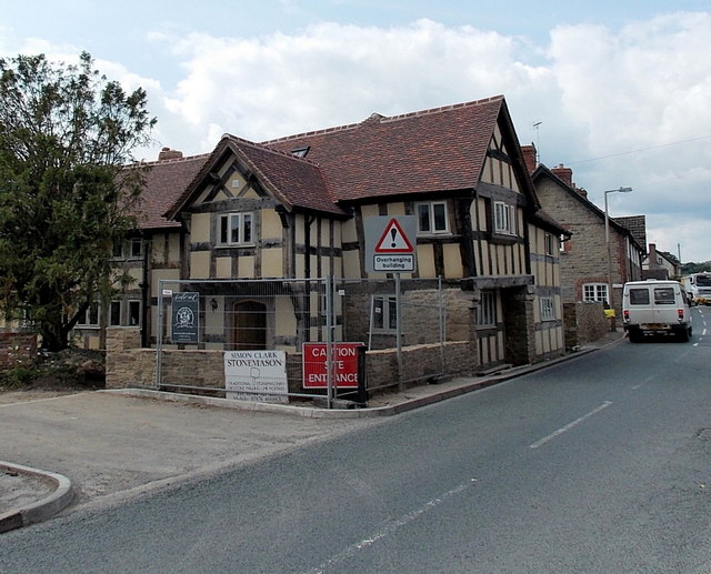 Overhanging building, Eardisley