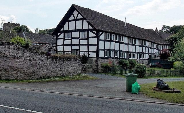 5-8 Castle Close, Eardisley
