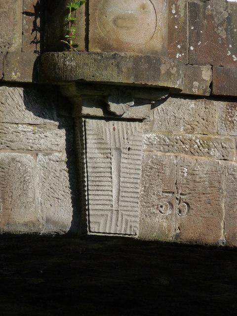 Craigton canal bridge - keystone and number
