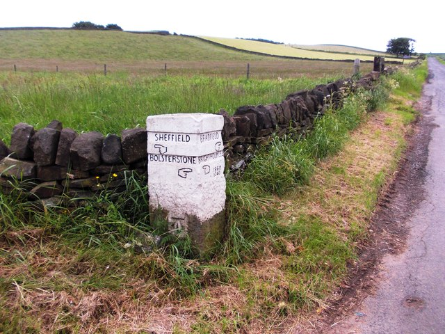 Guide stone by Peat Pits Farm