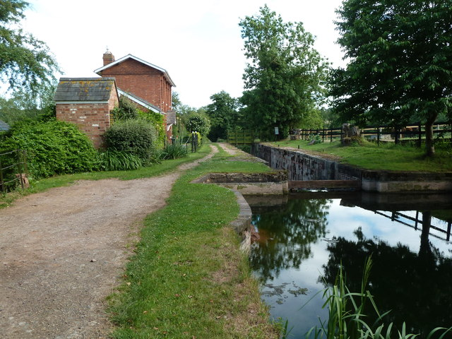 Hereford & Gloucester Canal - Oxenhall Lock and lock house