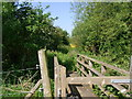 SP0138 : Footbridge between fields by Liz Stone