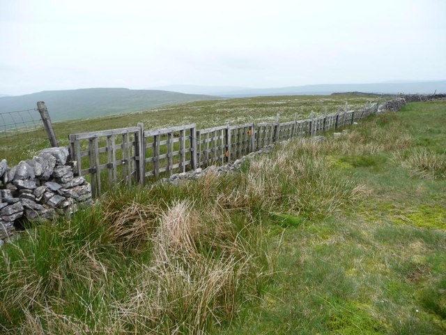 Palletised boundary wall, Little Fell