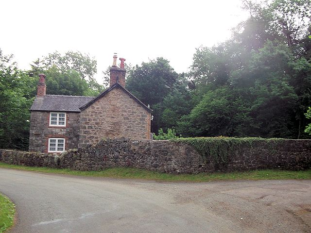 House on bend of Wern y Wiel