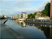 NT2472 : The Union Canal, seen from Viewforth bridge, Edinburgh by John Lord