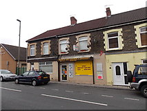 ST1599 : Mann's off licence & grocery, Aberbargoed by Jaggery
