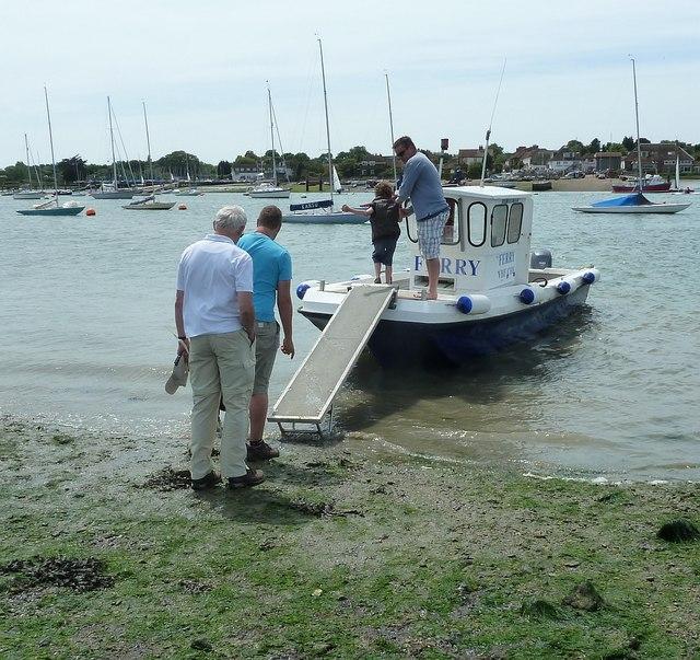 Itchenor Ferry - passengers embark