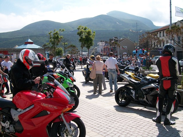 Bikers on the Central Promenade
