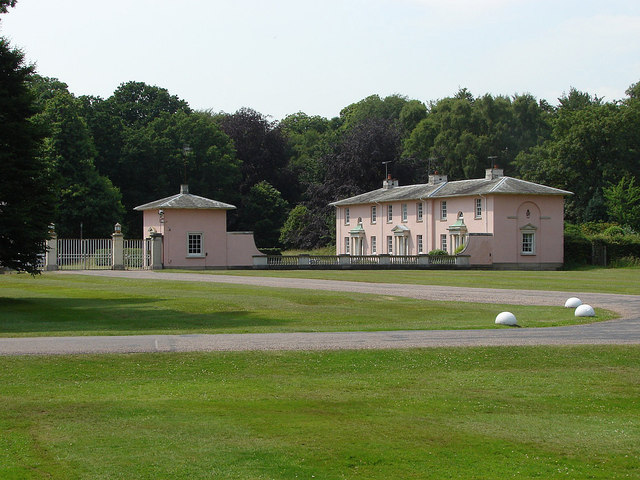 Royal Lodge Gates And Entrance Lodge 169 Alan Hunt