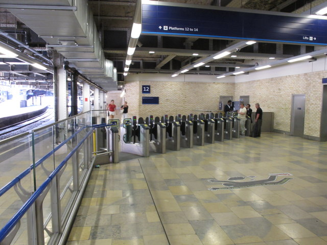 New ticket barrier for Paddington platforms 12 to 14
