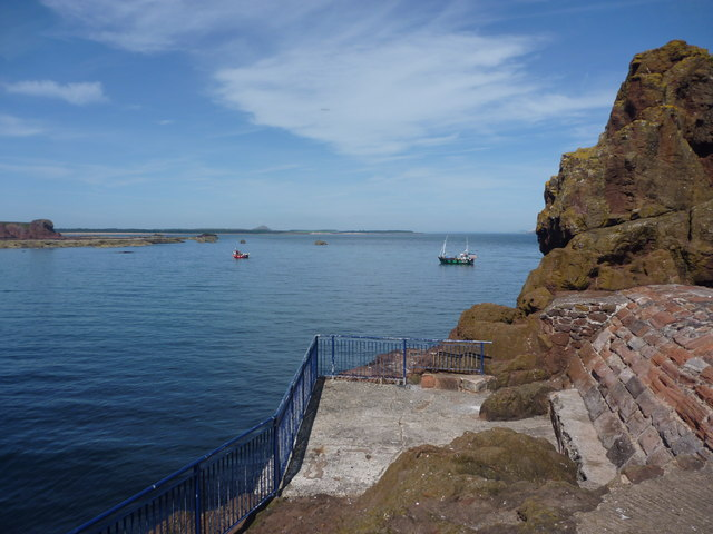 Coastal East Lothian : Angling Platform at The Gripes, Victoria Harbour, Dunbar