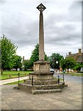 SP0937 : The War Memorial, Broadway High Street by David Dixon