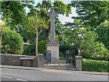 SZ5881 : Memorial Garden and War Memorial, Shanklin by David Dixon