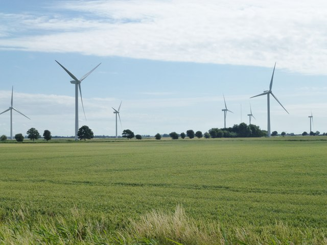 Kansas farmers, tired of noisy wind turbines, want to require 3,000-foot setbacks from wind farms instead of current 500 feet