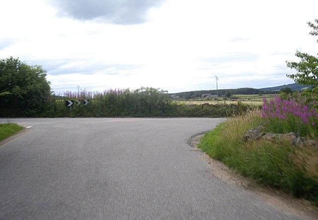 Dogleg bend in road at Minklets