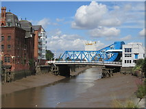 TA1029 : North Bridge over the River Hull, Hull by Ian S