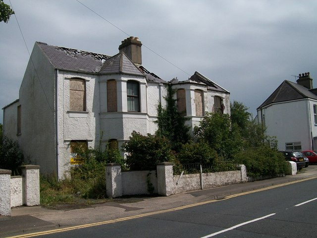 Derelict houses in Bryansford Road