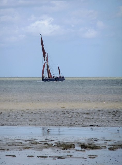 Sailing barge tacking into the Swale