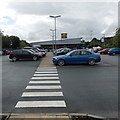 SO1091 : Zebra crossing to Lidl Newtown by Jaggery