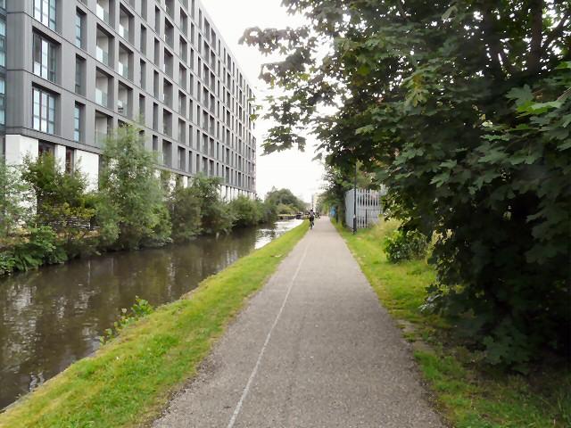 Ashton Canal alongside Milliners Wharf