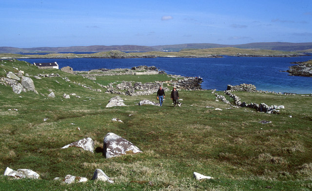 Ruins and landing place in Sandy Voe on Oxna