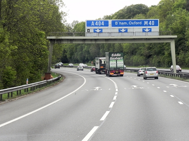 Northbound M40, Sign Gantry approaching Junction 4