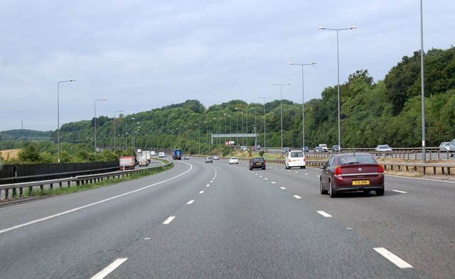 M25 climbs towards Reigate  Hill and junction 8