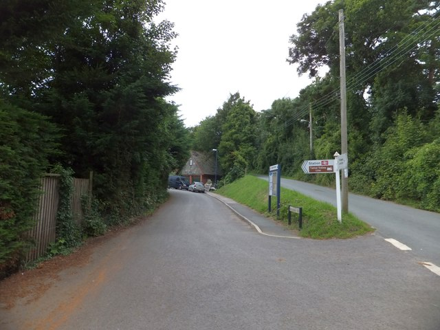 Access road to Bere Ferrers railway station