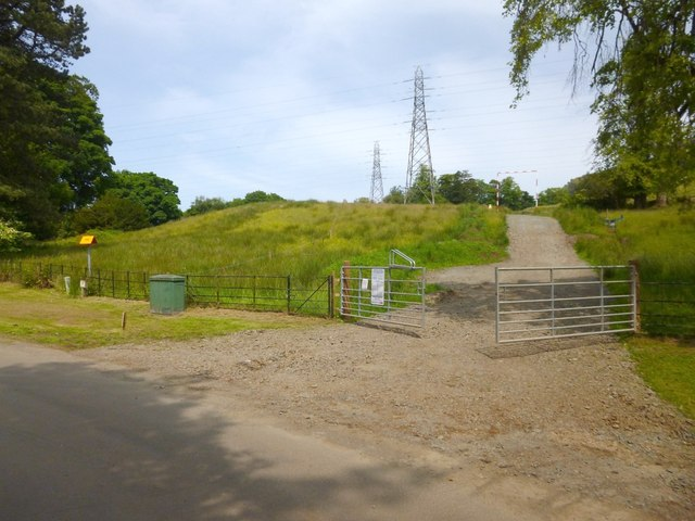 New track for access to pylons