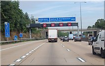 TQ0464 : M25 clockwise approaching junction 11 by Julian P Guffogg