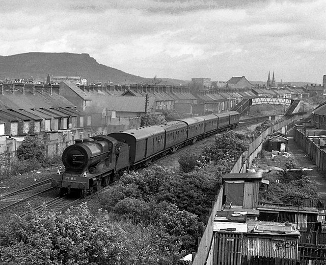 Steam train approaching Tate's Avenue bridge - 1989