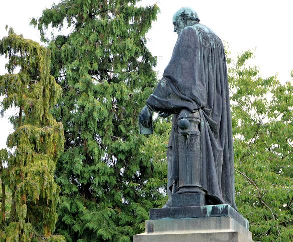 Lord Kelvin's statue, Belfast (2013-2)