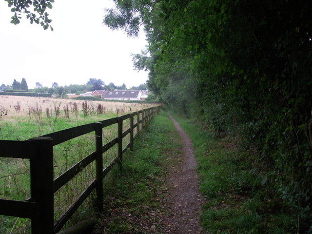 Fenced path between Cladswell and Cookhill