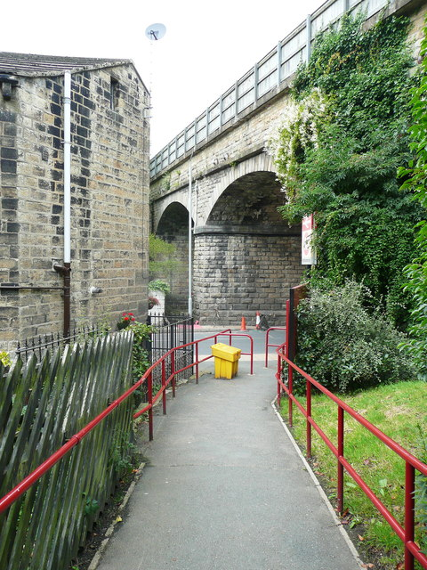 The ramp down to New Road from Mytholmroyd Station
