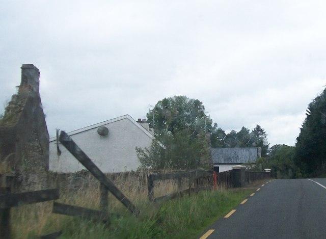Farm buildings alongside the R191 south of the Bororo River