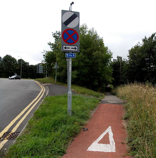 Footpath and cycleway to Pembroke Place and Hawarden Green, Cwmbran