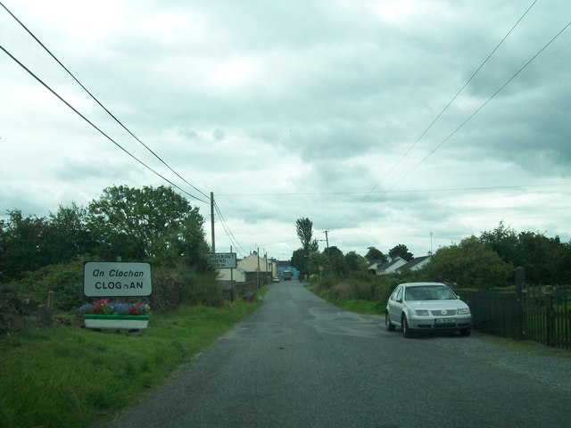 Entering the village of An Clochan/Cloghan on the Belmont Road