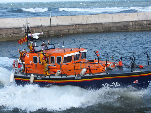 """The crew of """"Grace Darling"""" wave to the crowds on the pier"""