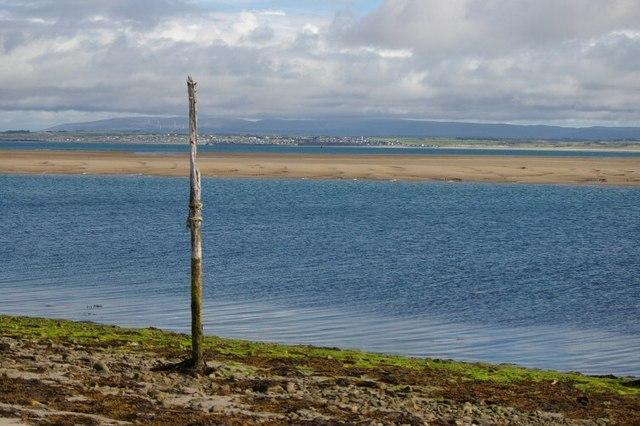 Navigational post near Ross