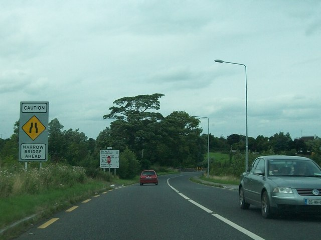 The R164 approaching the bridge across the Blackwater River