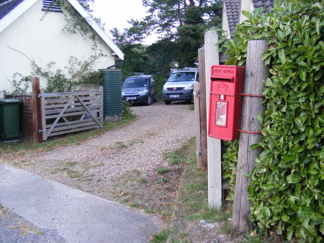 Hall Lane Postbox & entrance to Witsend