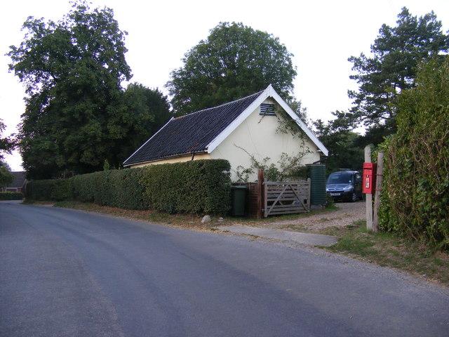 Baynard's Lane & Hall Lane Postbox
