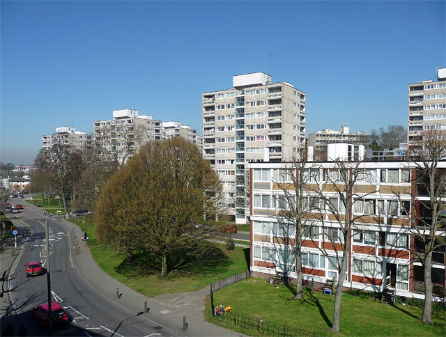 Alton West Estate, Danebury Avenue
