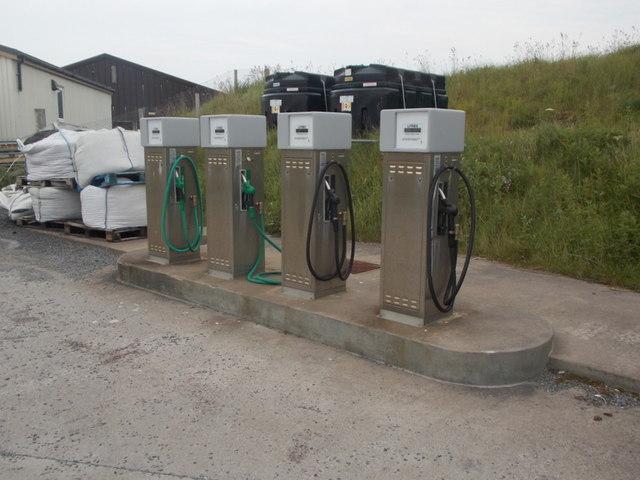 Out Skerries: petrol pumps © Chris Downer cc-by-sa/2 0
