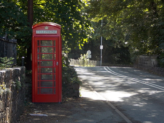 Y Felinheli: phone box at Aberpwll