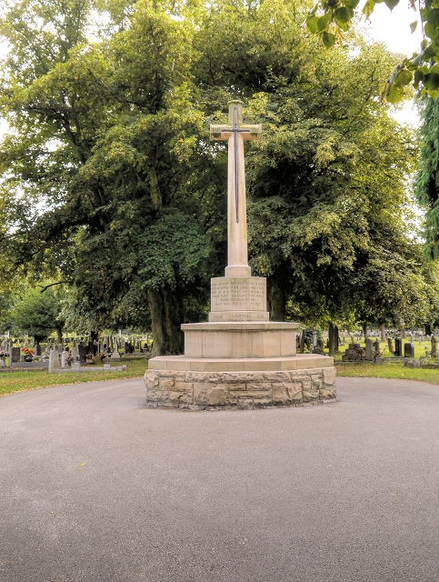 Newark-on-Trent Cemetery, Cross of Sacrifice